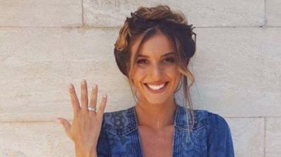 Александра Богданска с годежен пръстен