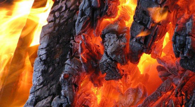 Лек автомобил изгоря във Враца