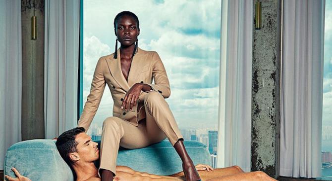 Реклама на женски дрехи превръща голи мъже във вещи