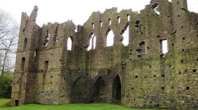 Една история за ревност, безумство и ирландски руини