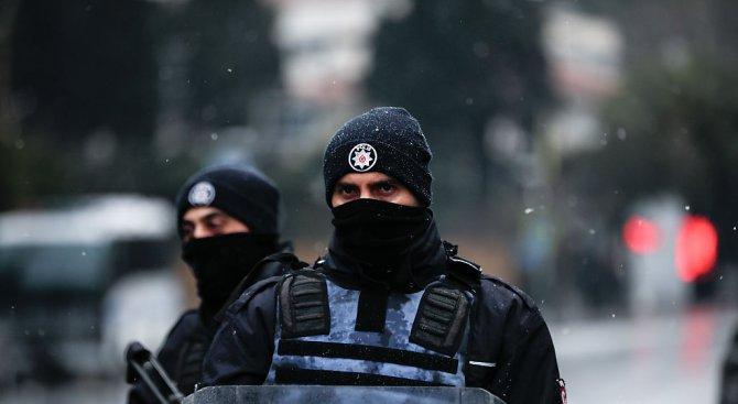 Антитерористи нахлуха в мол в Истанбул, има арестувани