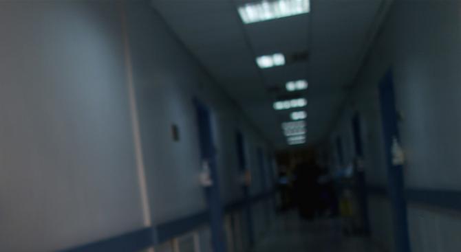 Оперираха пребитата от пациент медицинска сестра