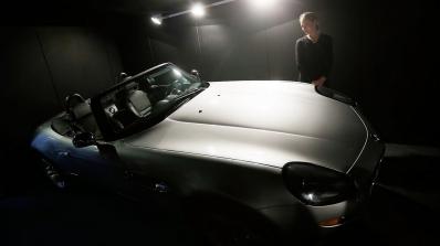 BMW Z8 на Стив Джобс е оценен на $400 хил., идва с... Motorola