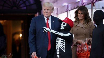 Доналд Тръмп се маскира като себе си за Хелоуин (снимки)