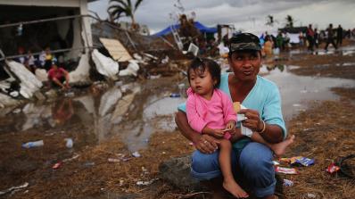Най-малко 27 са вече жертвите на тайфуна Дамрей