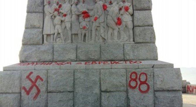 """МВнР осъди вандалския акт над паметника """"Альоша"""" в Пловдив"""