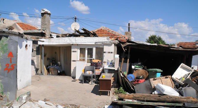 """В Пловдив започна премахването на опасни къщи зад стадион """"Христо Ботев"""""""
