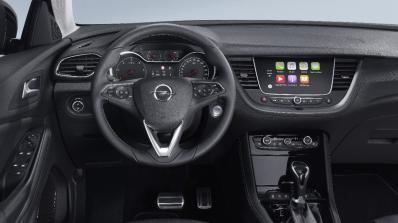 Opel позволява на водачите си да управляват телефона си без ръце (видео)
