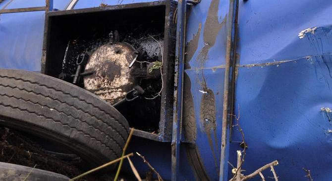 """Цистерна катастрофира на АМ """"Тракия"""", шофьорът почина на място"""