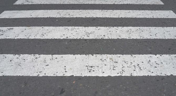 Нови повдигнати пешеходни пътеки изградиха под тепетата