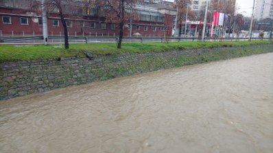 В Столичната община са получени 15 сигнала за наводнени мазета, дворове и запушени шахти