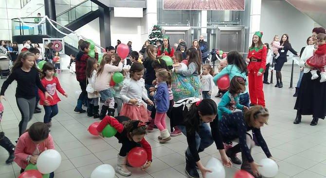 Дядо Коледа на летище София (снимки)