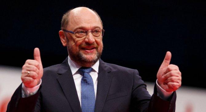 ГСДП гласува за преговори за коалиция с Меркел и преизбраха Шулц за лидер