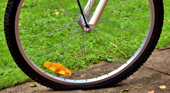 Тежка катастрофа с велосипедист, 33-годишен мъж загина