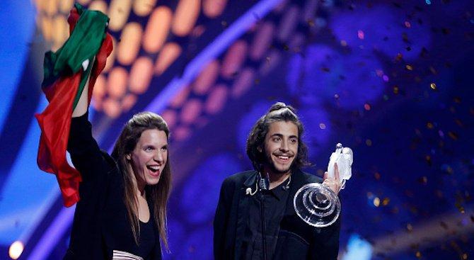 """Трансплантираха ново сърце на победителя от """"Евровизия"""" Салвадор Собрал"""