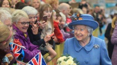 Какво ще подари Елизабет Втора на служителите си за Коледа?