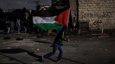 Най-малко двама палестинци загинаха при нови протести срещу решението на САЩ за Ерусалим
