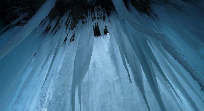 Ниагарският водопад замръзна (снимки)