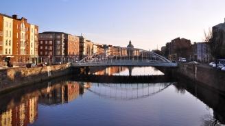 Все повече британци търсят ирландски паспорти