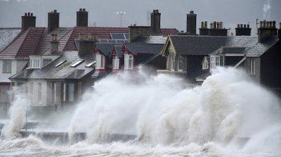 Буря остави 25 хил. домакинства без ток във Великобритания
