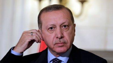 """Визитата на Ердоган в Париж разкри неговото лице на """"диктатор"""""""