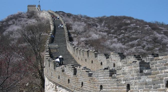 Китайските власти разрушиха монументална църква