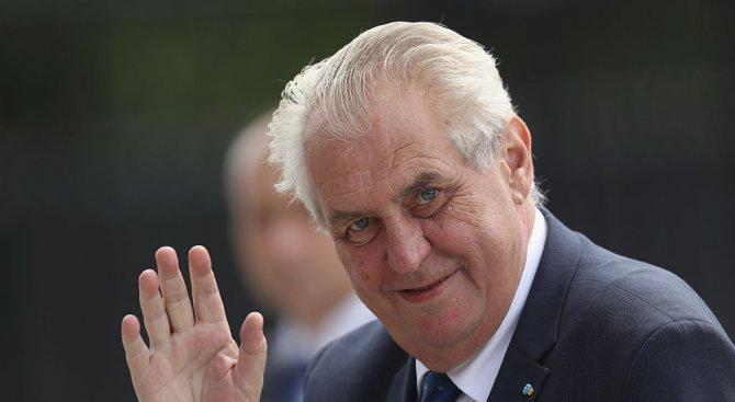 Милош Земан води на първия тур на президентските избори в Чехия