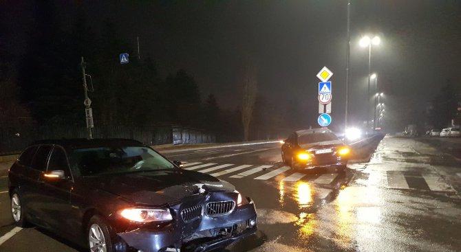 Тежка катастрофа с три автомобила в София (снимки)