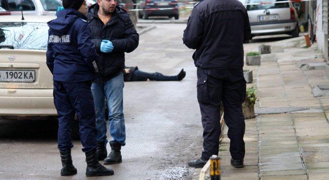 Труп на мъж е открит във Варна (снимки 18+)