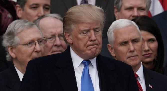 """Тръмп попитал двама сенатори за какво са им на САЩ имигранти от """"мизерни дупки"""" като Хаити"""