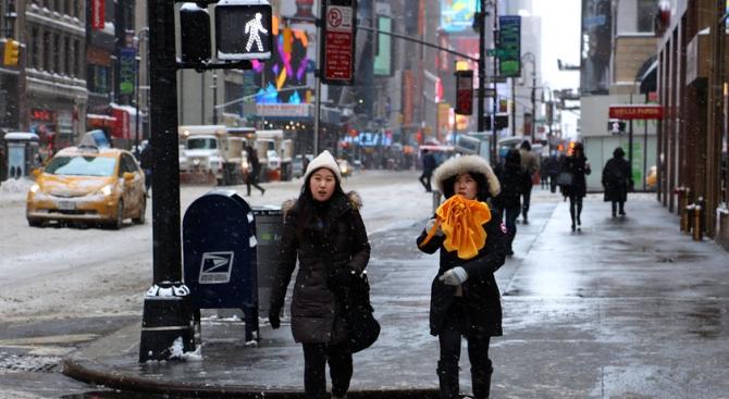 Зимна буря донесе много сняг в Япония
