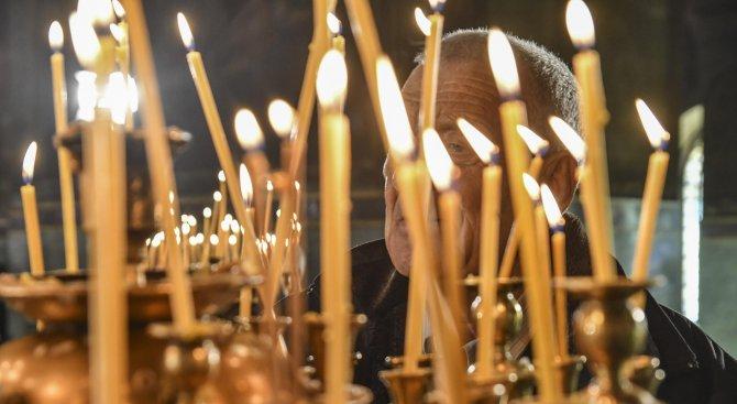 Правят стаи за кърмене в църквите