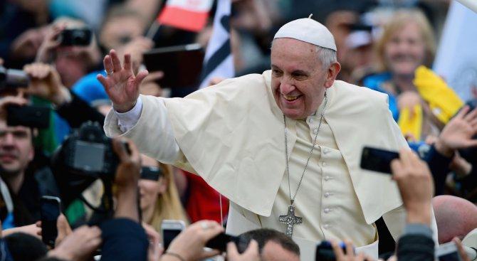 Папа Франциск пристигна в Чили