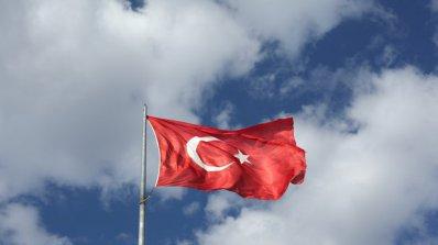 Турция удължи извънредното положение в страната с още три месеца