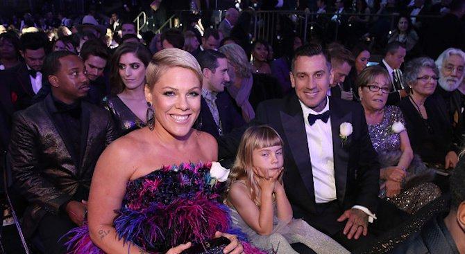 """Бели рози срещу сексуалния тормоз на юбилейното 60-ото издание на наградите """"Грами"""" (снимк"""