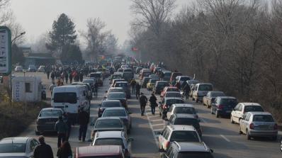 Протести в двата края на Е-79 заради сметище и лоши пътища