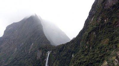 Стотици туристи се оказаха блокирани в Нова Зеландия заради буря