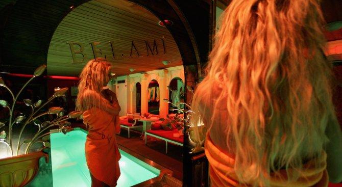 Амстердам: Без пиене и дрога в Квартала на червените фенери