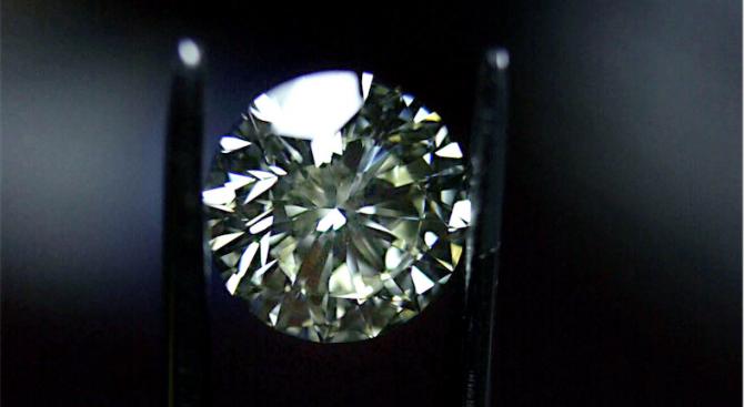 """Сотбис"" продава голям бял диамант без дефекти"