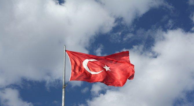 Турски военен хеликоптер е свален по време на операцията в Сирия