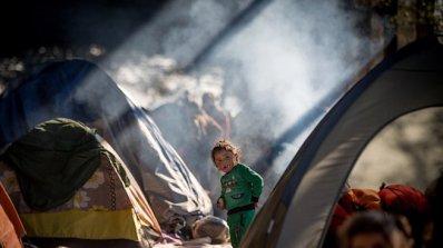 Бежанци в Гърция се оплакват от насилие в лагерите