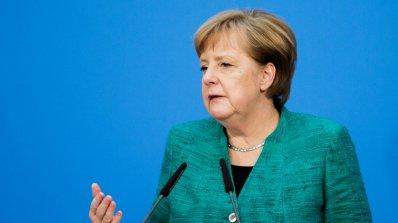 Меркел се среща с Туск и Юнкер