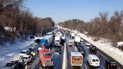 Верижна катастрофа между 50 коли в САЩ, има загинал и ранени (видео)