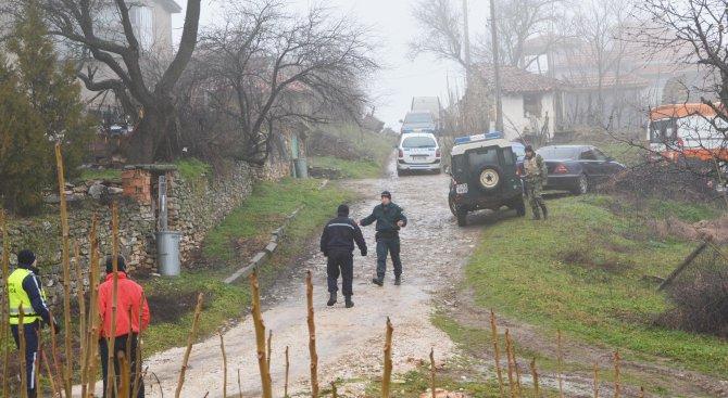 Засега не са намерени незаконни оръжия и взривове в имота на бившия легионер, стрелял по полицаи