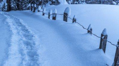 Двама възрастни и малко дете загинаха във Великобритания заради снеговалежите и студа