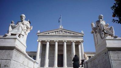 Гръцкият икономически министър хвърли оставка. Жена му взела € 23 000 от хазната