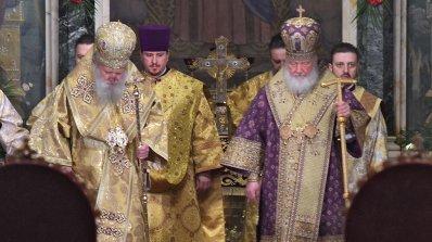 Започна Съборната света литургия, която отслужват патриарсите Неофит и Кирил (снимки)