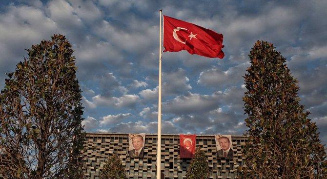 Турски политик: С помощта на Аллах флагът ни пак ще се вее над Атина