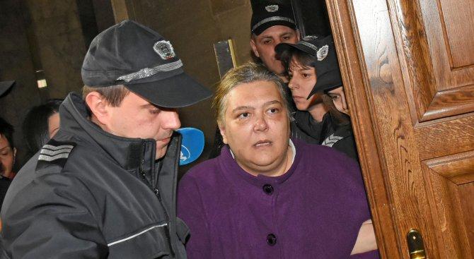Викове, рев и истерия в съда: Велеви остават за постоянно в ареста (снимки+видео)