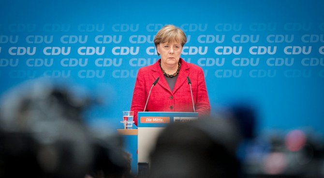 Азиатец се опита да нападне Ангела Меркел (видео)
